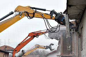 bâtiment détruisant tracteur