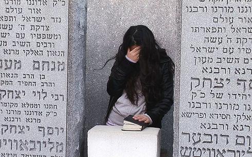 At-Rebbe-Schneerson's-grave-1024x640.jpg