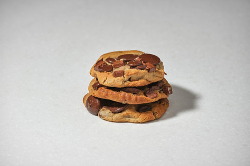American Natural Freshly Baked Chocolate Pretzel Chunk Cookie