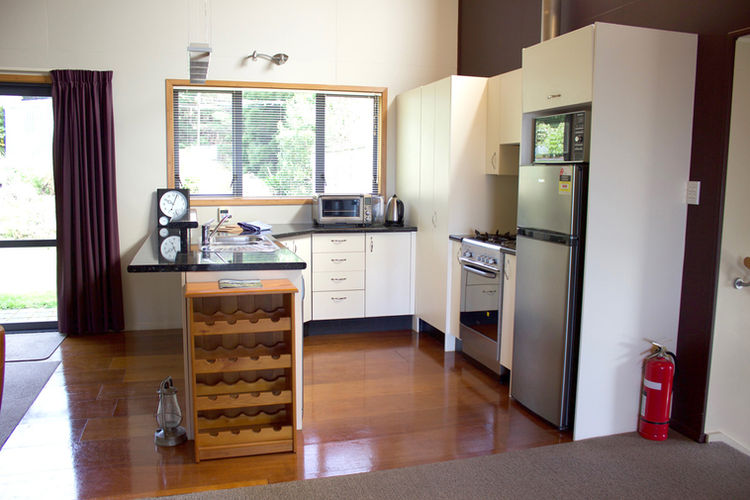 Franza-Farm-Dunedin-accommodation-kitche