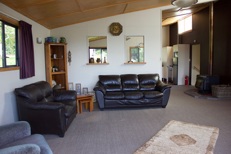 Franza-Farm-Dunedin-accommodation-lounge