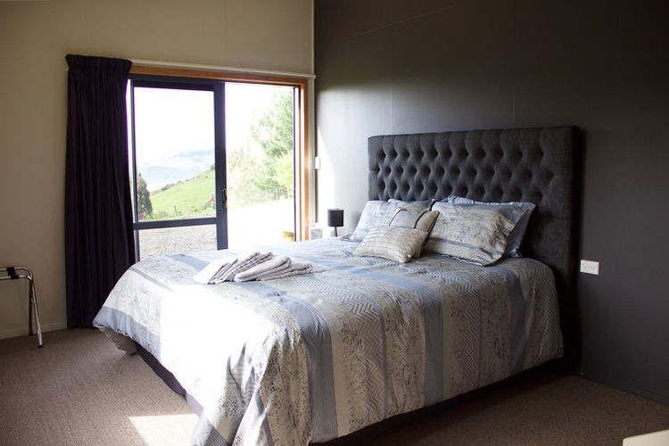 Franza-Farm-Dunedin-accommodation-harbou