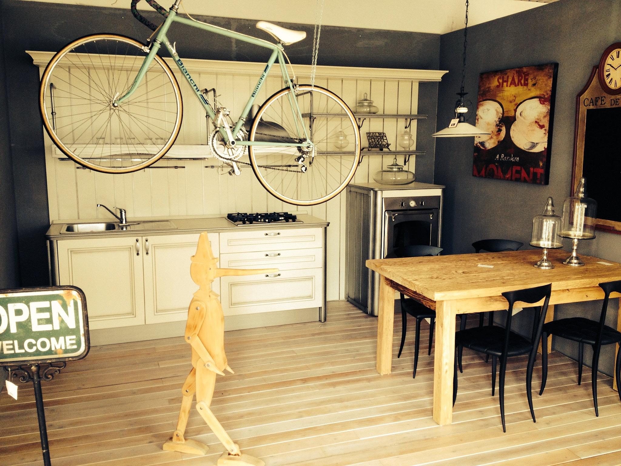 Outlet arredamento e cucine di design ambra di gatto for Arredamento di design outlet