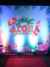 Hawaii theme outdoor party middle entrance _event by eventozo