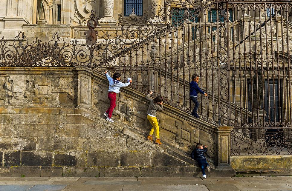 Santiago Cahtedral - Kids Climbing (1 of