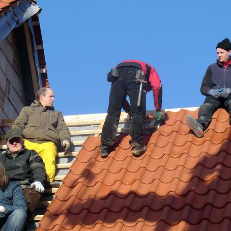 Dach des neuen Heimathauses eingedeckt