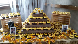 Sunflower cake and cupcakes