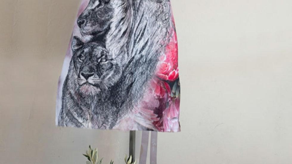 Afrika Voorskoot - Leeus met Pink Protea