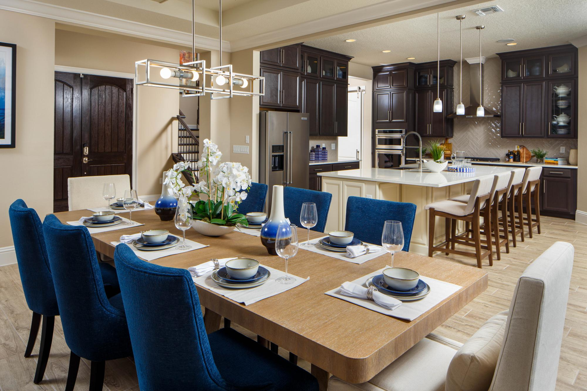 545698273926973_avalon_cove_dining