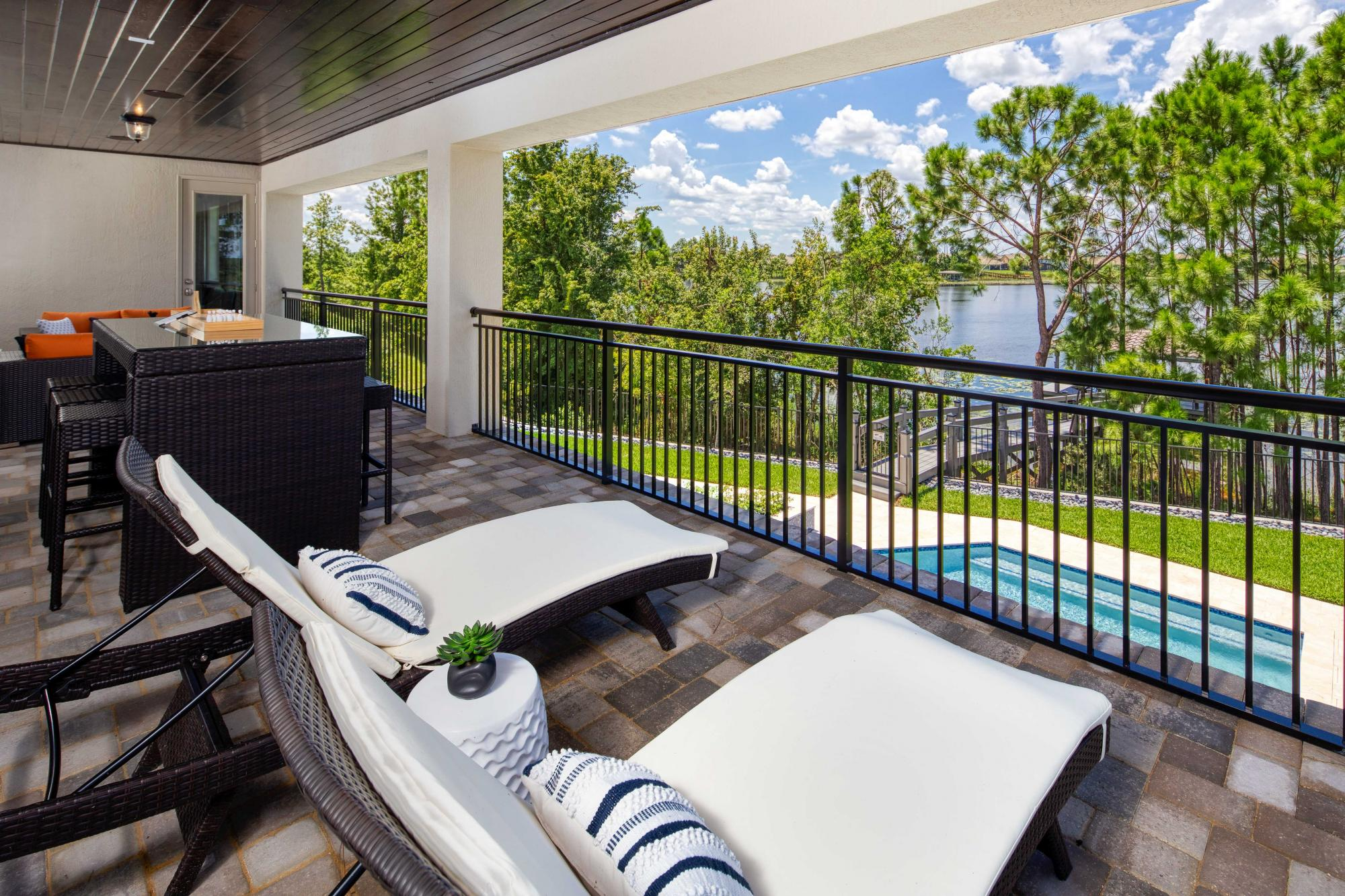 976251701824367_avalon_cove_balcony