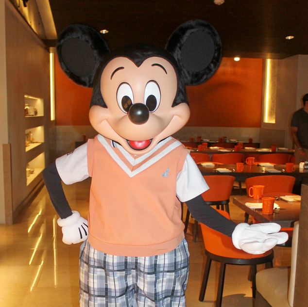 UDCHG DINING MICKEY NEW LOOK FOUR SEASON