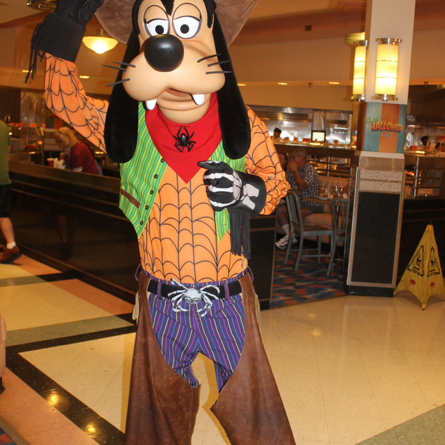 UDCHG DINING DHS MINNIES HALLOWEEN GOOFY