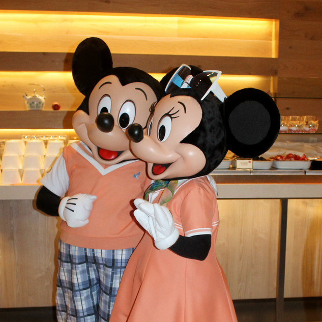 UDCHG DINING MICKEY MINNIE NEW LOOK FOUR