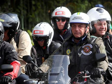 Bolsonaro é multado por Doria em motociata por não usar máscara