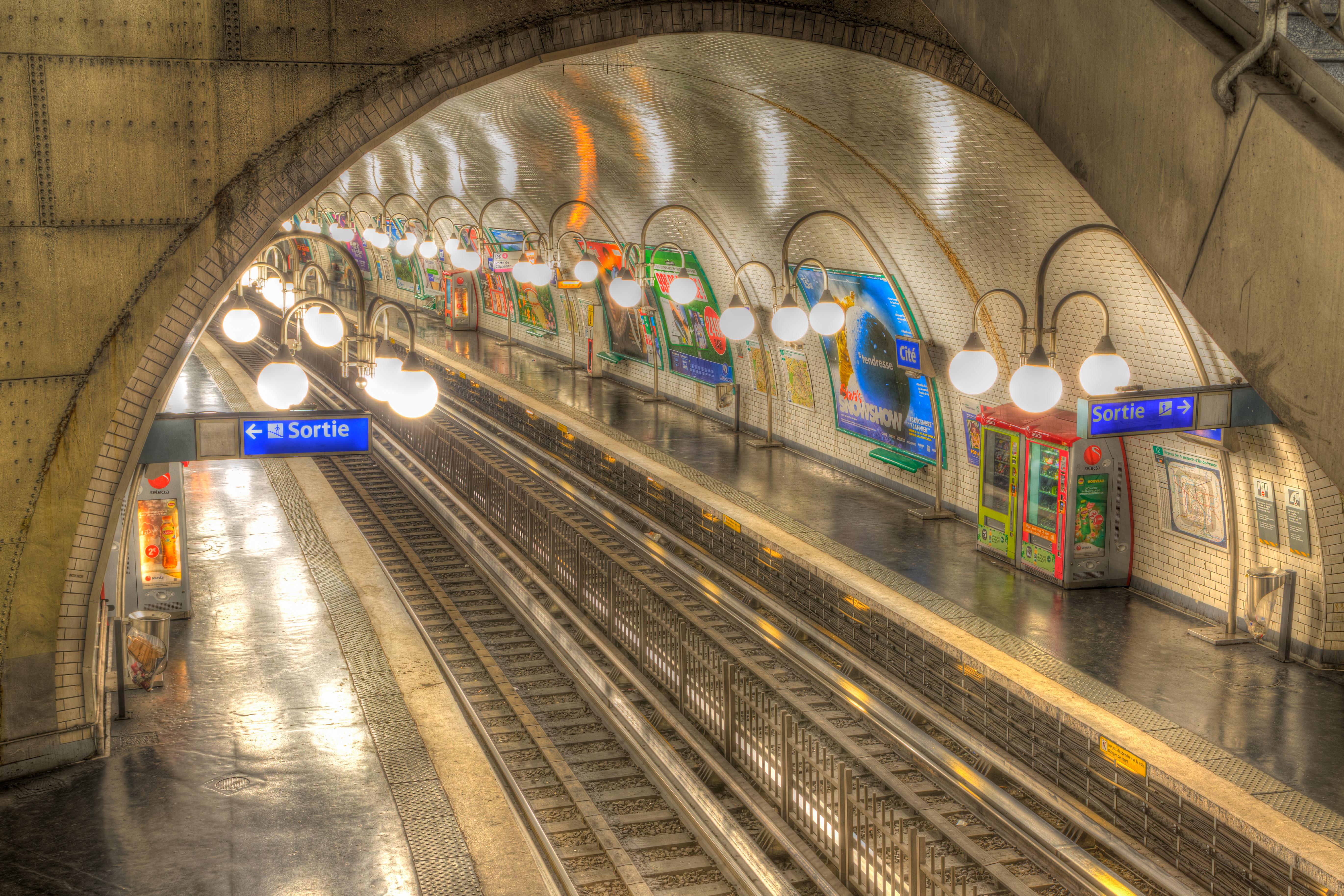 Metro, Paris