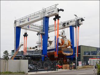 Les chantiers du port de Concarneau, des hommes à l'éclosion de bateaux fantômes.