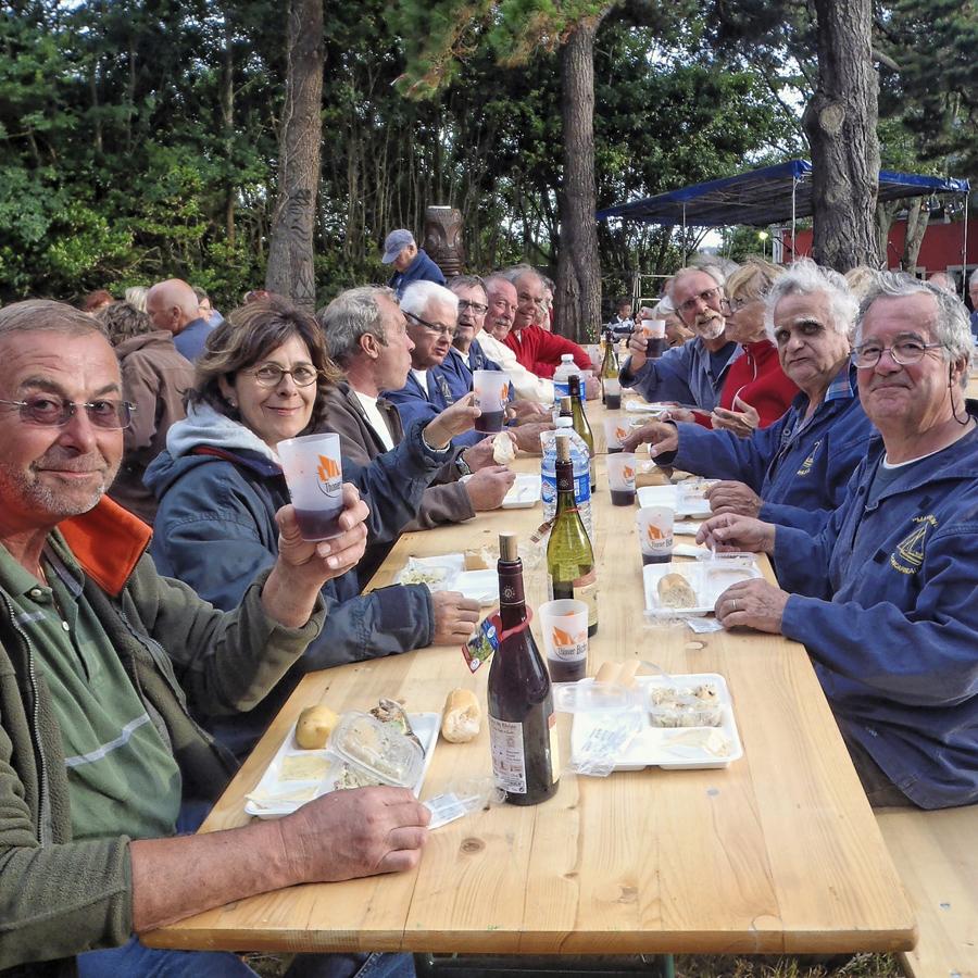 17 Repas à Port Lay.jpg
