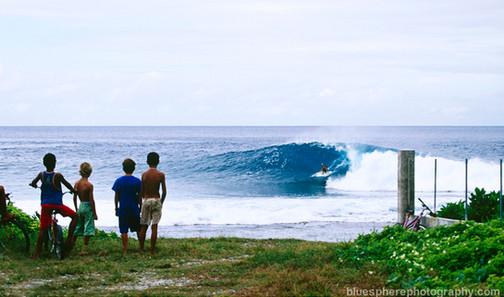 bluespherephotography.com © - OCEAN VIEWS - Curious Kids Tahiti