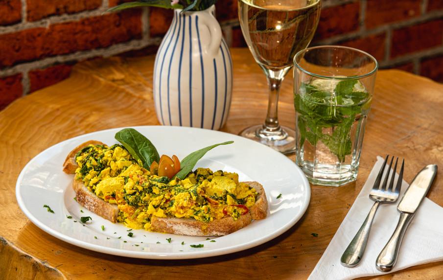 Vegan scrambled Eggs on Toast