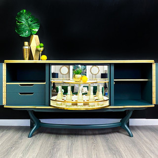 Bond Drinks Cabinet