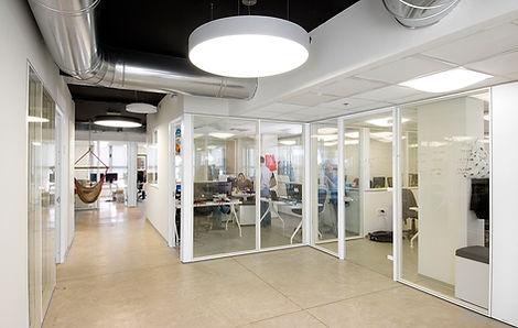משרדים שקופים בחברת הייטק