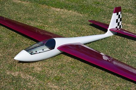 Mu 28 In scala 1/4 della versione 14 metri  Apertura alare 3500 mm  Lunghezza fusoliera senza direzionale 1550 mm  Peso 6 kg