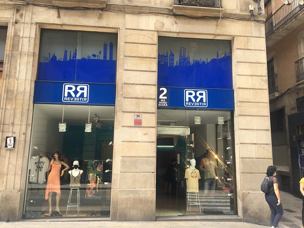 Bargain shopping in Barcelona at RR Revestir