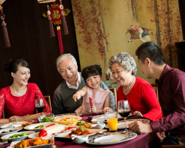 F05284_Chinese-New-Year-Family-Reunion-w