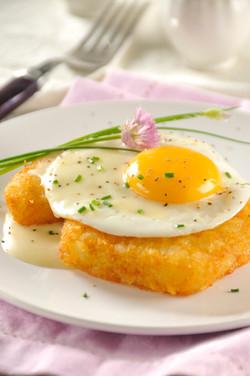 Huevo con salsa de queso