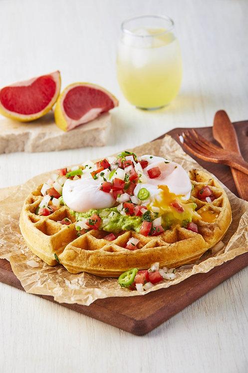 Waffles de papa con aguacate y huevo poc