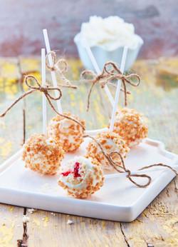 Cake pops de fresa con chocolate blanco baja