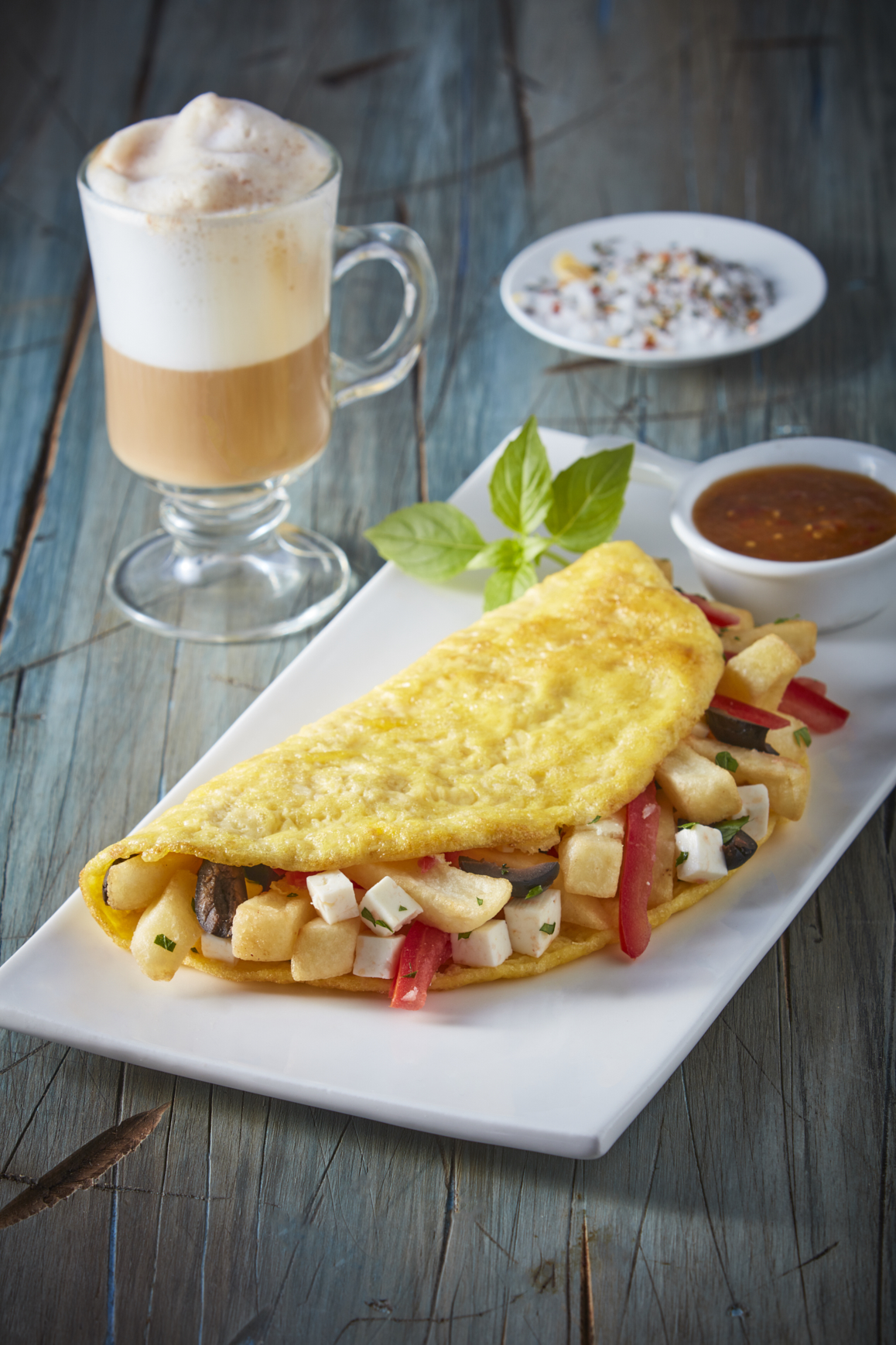 Omelette de papa, albahaca, jitomate y aceituna-Corregido