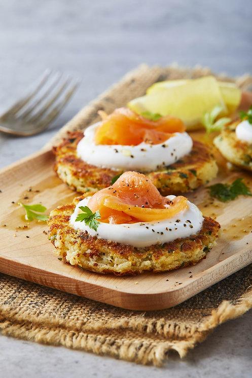 Tortitas_de_papa_con_salmón_y_yogurt_gri