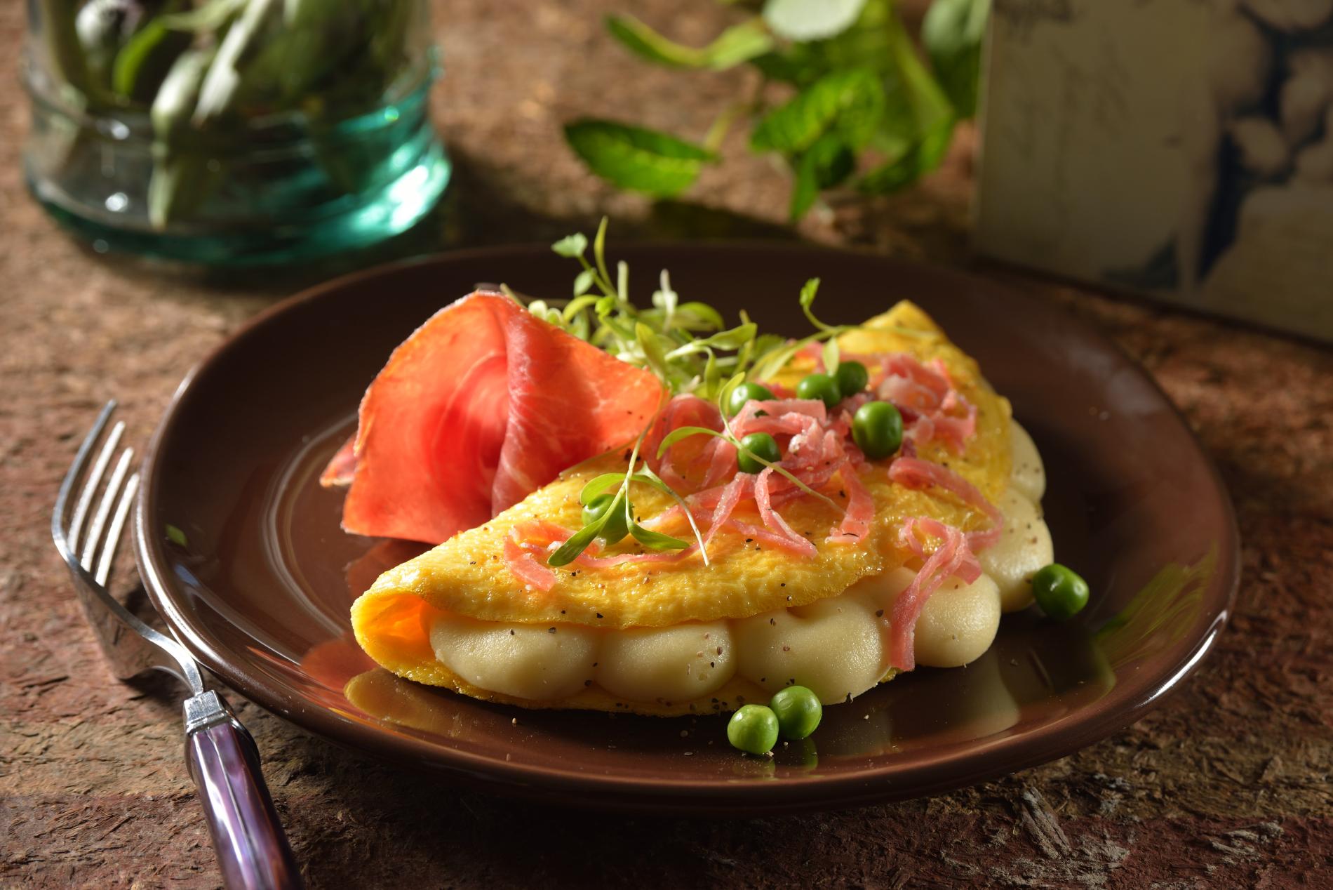 Omelette_con_puré_de_papa_y_jamón_serrano