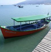 Passeios de Barcos na baía de Zimbros