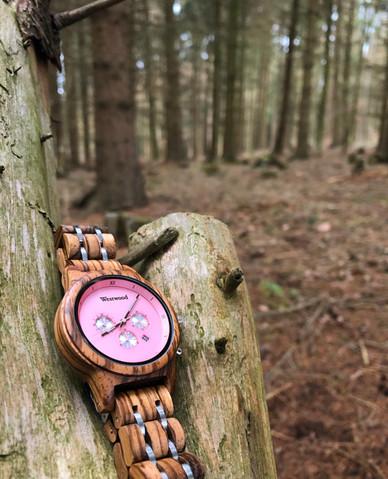 Rosa Pinke Holzuhr Frauenuhr