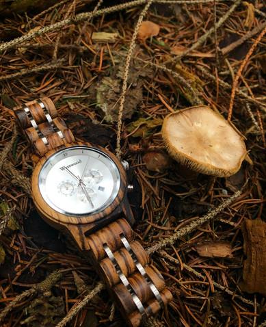 Frauen Uhr Holzuhr Pilze Waldboden