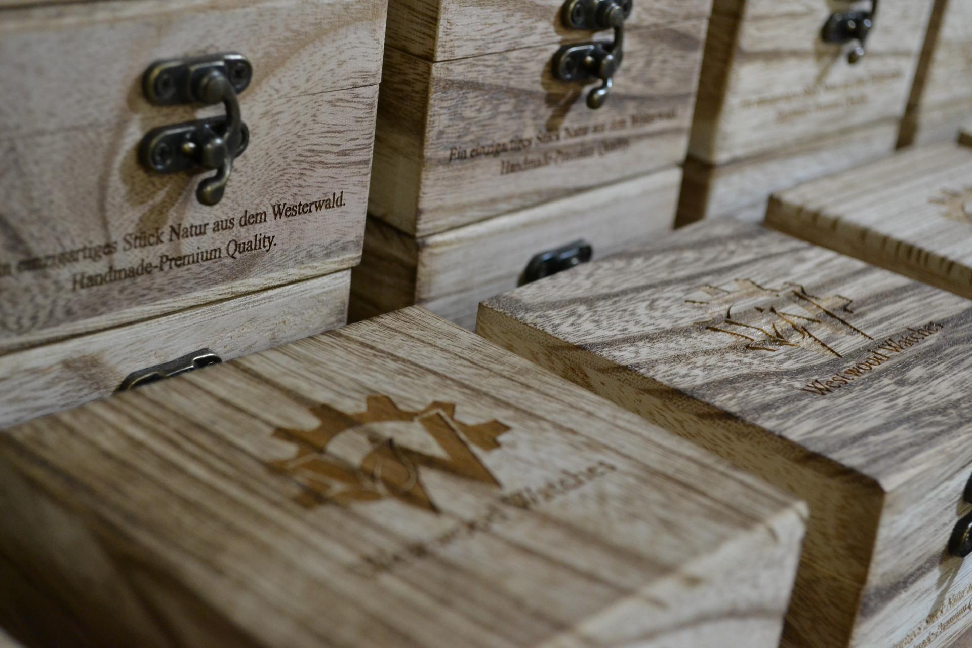 Lager der handgefertigten Holzkisten