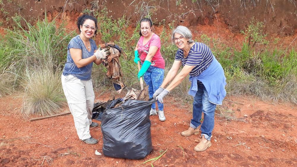 Ana Lucia à esq, Maria da Paz ao centro e Carmen à direita