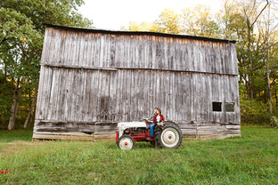 couple_on_the_tractor.jpg