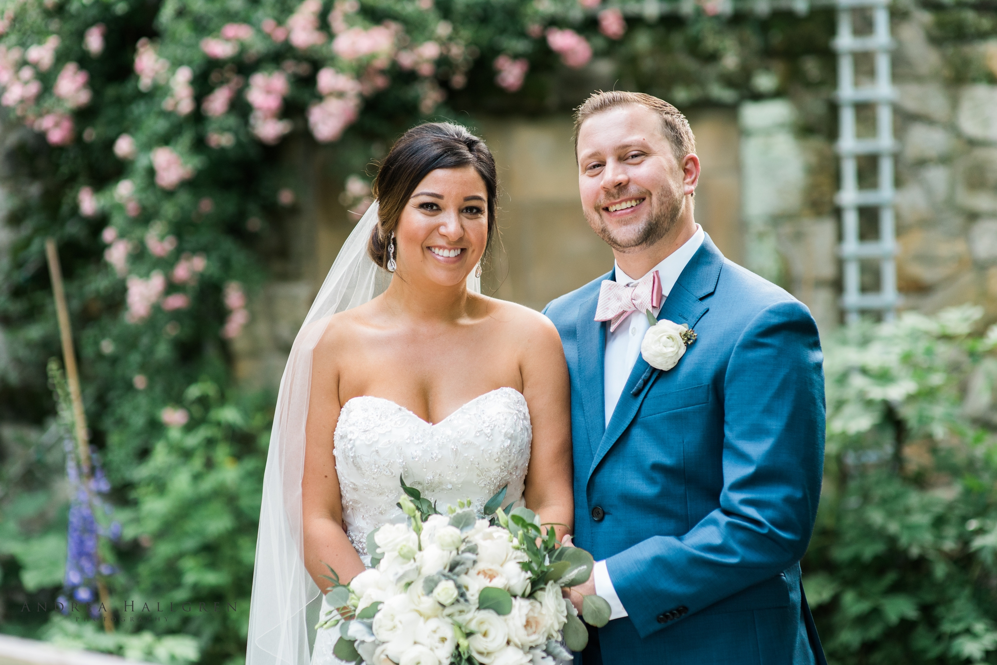 bride_and_groom_at_stan_hywet_hall_and_