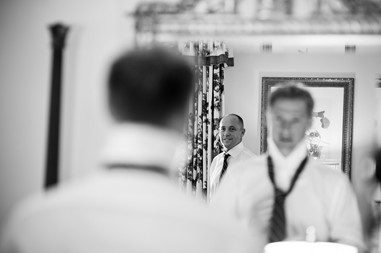 groom_getting_ready_before_wedding_at_he