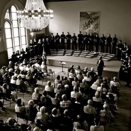 Konsertsalen regnes for å ha Nordvestlandets beste akustikk for klassisk musikk, og rommer 300 personer stående, 200 deltagere sittende i kinooppstilling, eller 150 personer rundt småbord.