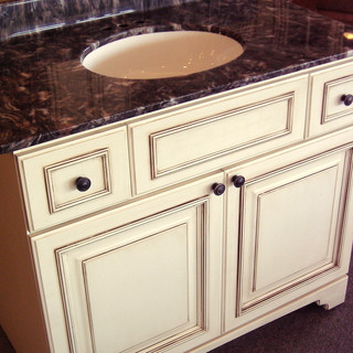 Antique White Glazed Vanity with Furniture Toe