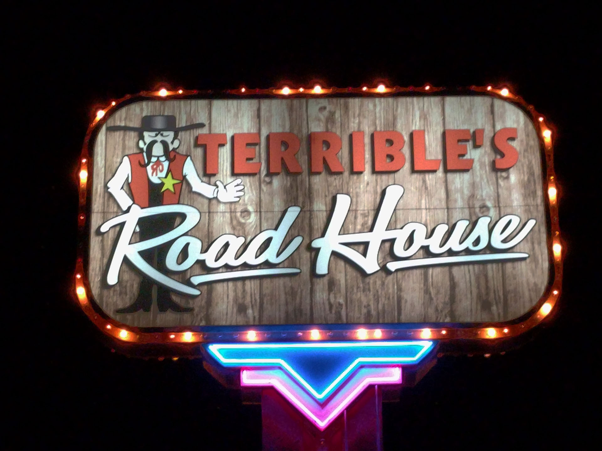 terribles-road-house