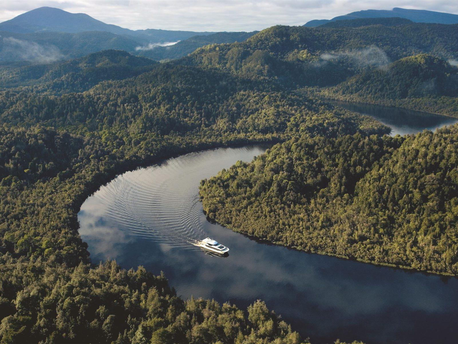 atdw-gordon-river-cruises-56b27501d5f1565045db7c14-1600x1200