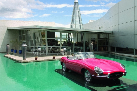Museum with 1967 Jaguar E-Type Roadster 640