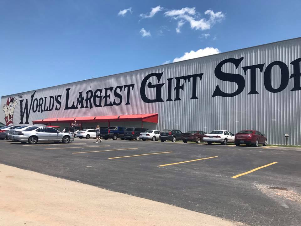 Worlds-Largest-Gift-Shop-Phillipsburg-MO