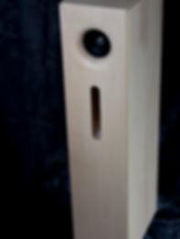 Enceinte large bande haut de gamme en bois massif.