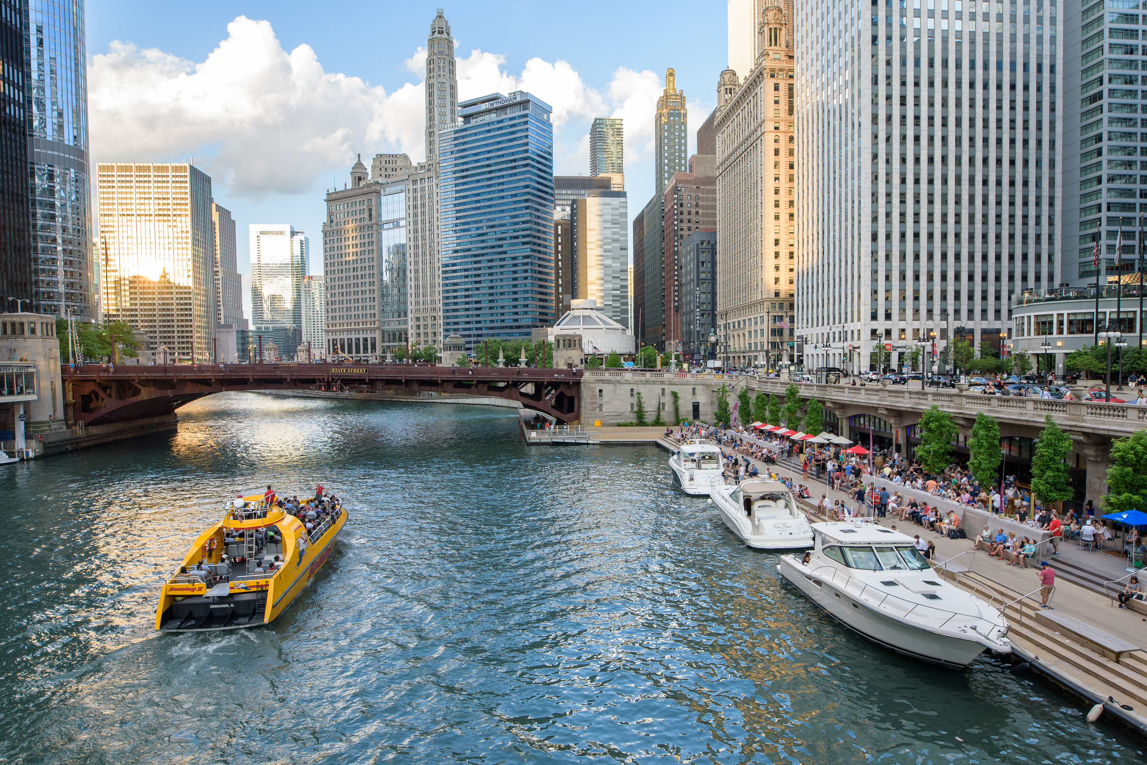 photos_chicago_il_Chicago_Riverwalk_by_R